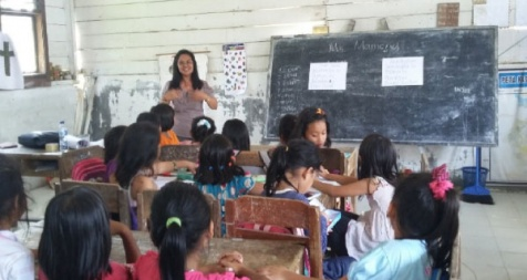 <p>English course class for Elementary students at Pardamean Nainggolan village - part of free English course program</p>
